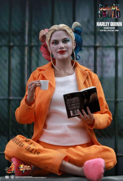 Hot Toys Prisoner Harley Quinn figure - sitting and reading