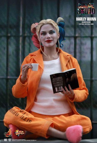 Hot Toys Prisoner Harley Quinn figure - sitting and reading