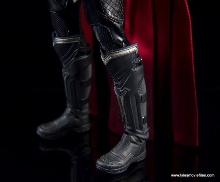 Hot Toys Thor figure review Avengers Age of Ultron -boot detail