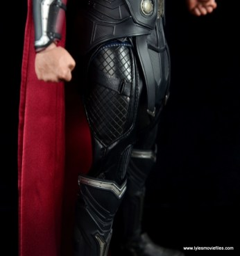 Hot Toys Thor figure review Avengers Age of Ultron -leg uniform detail