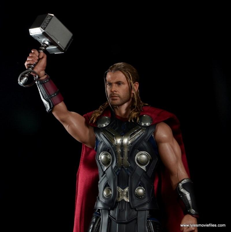 Hot Toys Thor figure review Avengers Age of Ultron - raising Mjlonir
