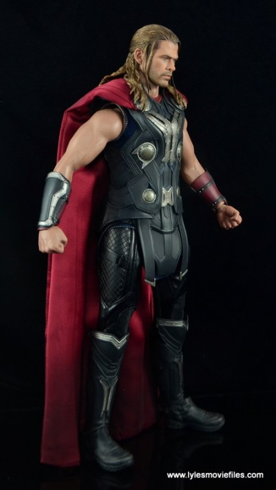 Hot Toys Thor figure review Avengers Age of Ultron -right side
