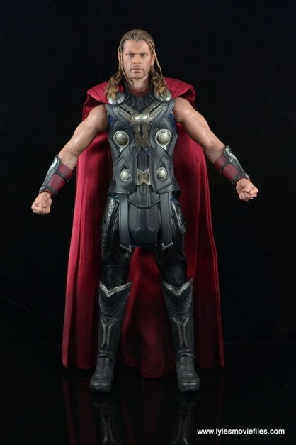 Hot Toys Thor figure review Avengers Age of Ultron -straight