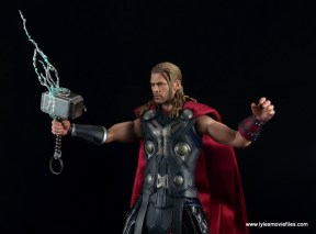 Hot Toys Thor figure review Avengers Age of Ultron -summoning lightning
