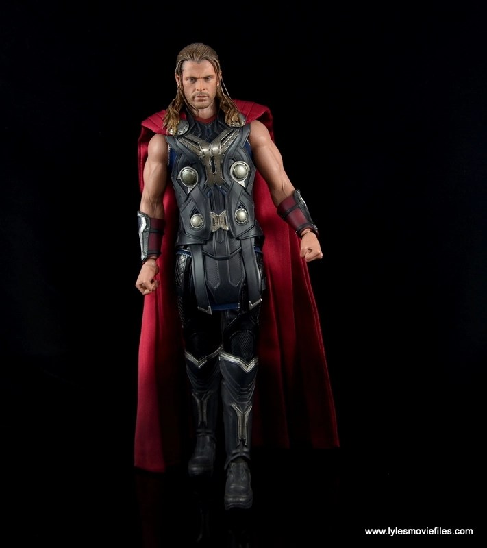 Hot Toys Thor figure review Avengers Age of Ultron - walking