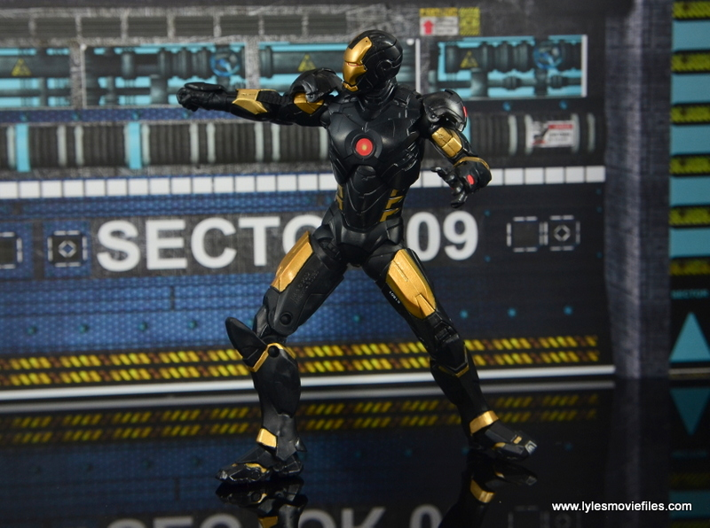 Marvel Legends Marvel Now Iron Man figure review - taking aim
