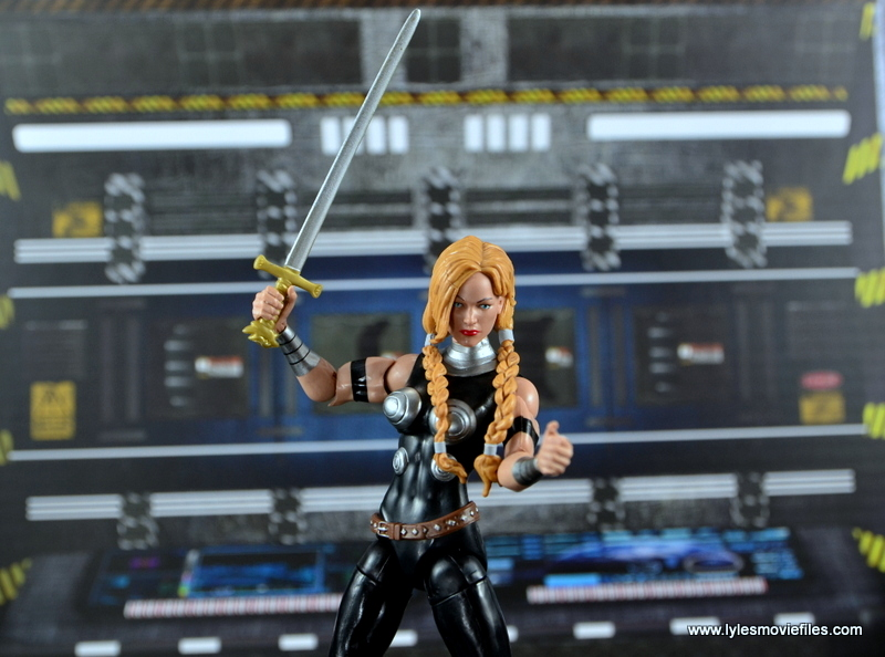 Marvel Legends Valkyrie figure review - time for the fight