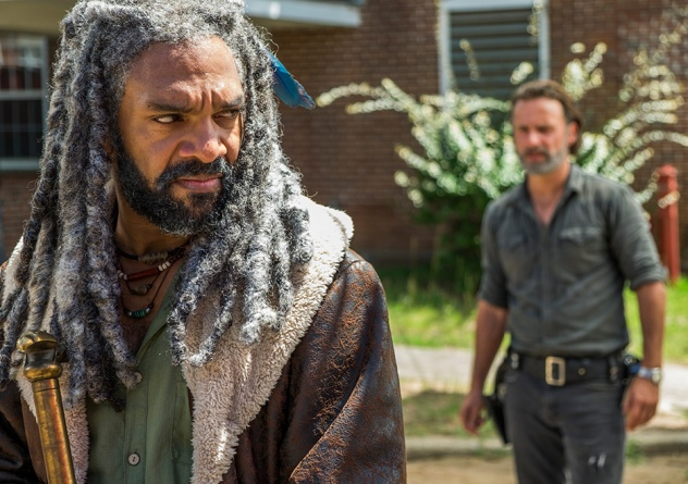 the-walking-dead-episode-Rock in the Road review - Ezekiel and Rick