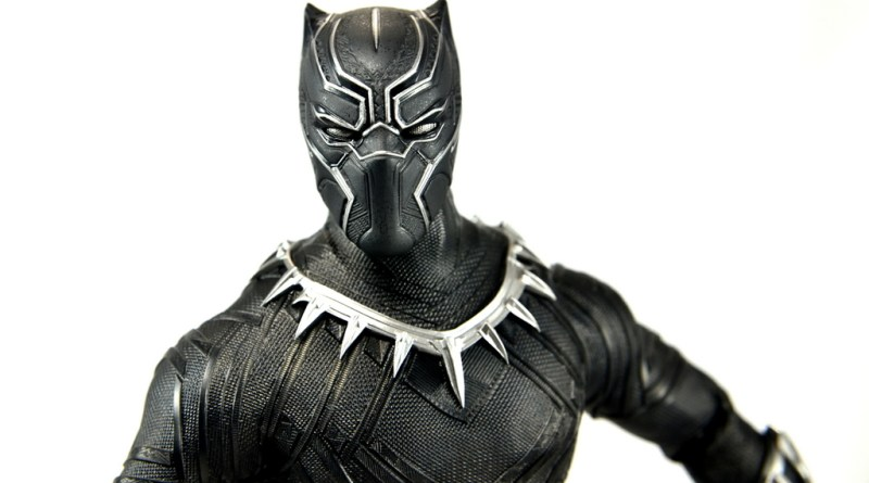 Hot Toys Black Panther figure review - main