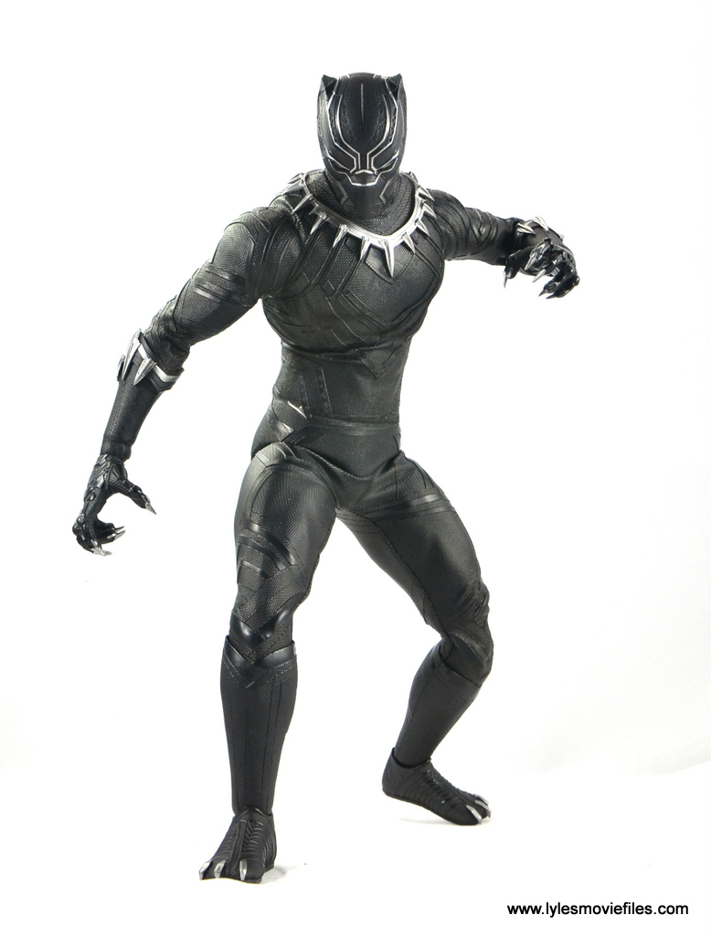 Hot Toys Black Panther figure review -walking