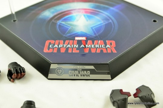 Hot Toys Captain America Civil War Falcon figure review -base close up