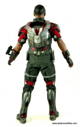 Hot Toys Captain America Civil War Falcon figure review -rear