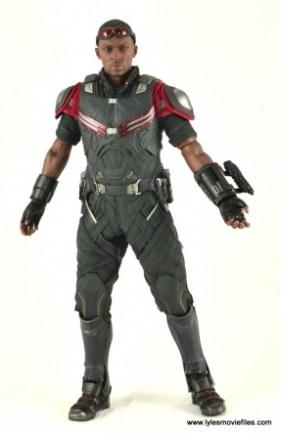 Hot Toys Captain America Civil War Falcon figure review -straight
