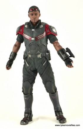 Hot Toys Captain America Civil War Falcon figure review -straight