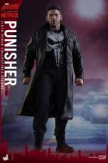 Hot Toys Netflix The Punisher figure -standing