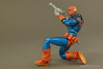 DC Icons Deathstroke the Terminator figure review -aiming left side
