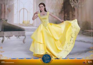 Hot Toys Beauty and the Beast Belle figure - holding dress