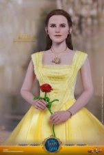 Hot Toys Beauty and the Beast Belle figure -holding rose