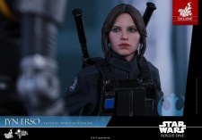 Hot Toys Jyn Erso Imperial Disguise figure looking up