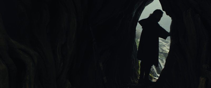 Star Wars Episode VII - The Last Jedi trailer images - Luke walks away