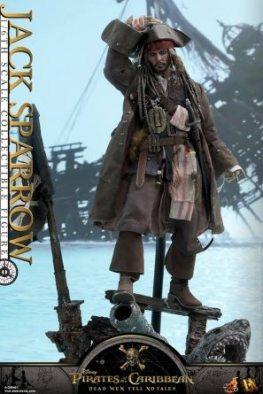Hot Toys Capt Jack Sparrow figure - holding hat