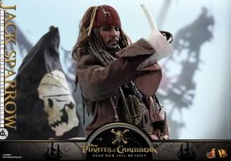 Hot Toys Capt Jack Sparrow figure -with dagger