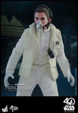 Hot Toys Princess Leia Hoth figure -mask on standing