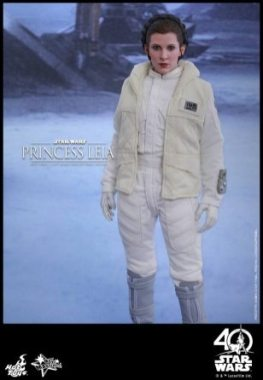 Hot Toys Princess Leia Hoth figure -standing straight