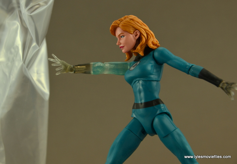 Marvel Legends Invisible Woman figure review -making a force field