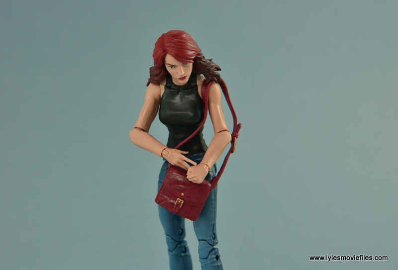 Marvel Legends Spider-Man and Mary Jane Watson figure review - MJ reaching into her purse