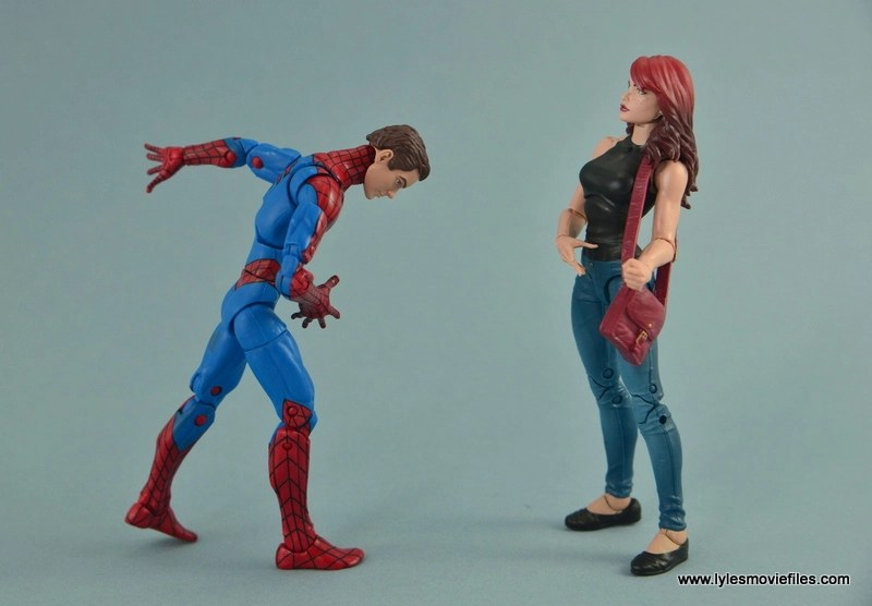 Marvel Legends Spider-Man and Mary Jane Watson figure review - Peter courting MJ