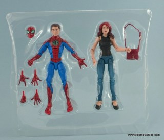 Marvel Legends Spider-Man and Mary Jane Watson figure review - accessories in tray