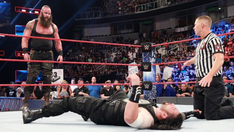 WWE Payback 2017 - Braun Strowman vs Roman Reigns