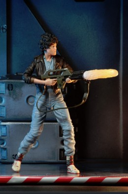 Aliens 12 reveals - Ripley shooting
