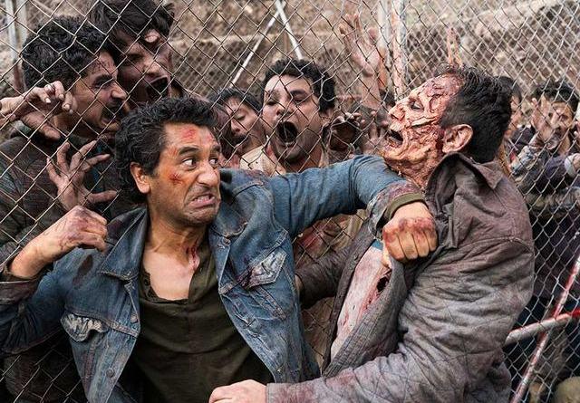 Fear the Walking Dead Eye of the Beholder review - Travis vs walkers