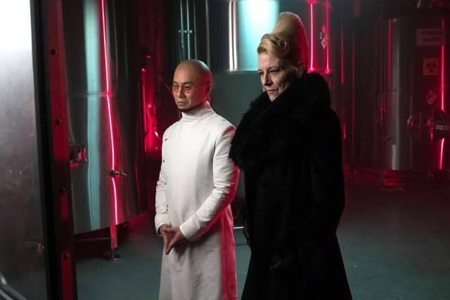 Gotham-Light-the-Wick-review-Dr-Hugo-Strange-and-Kathryn