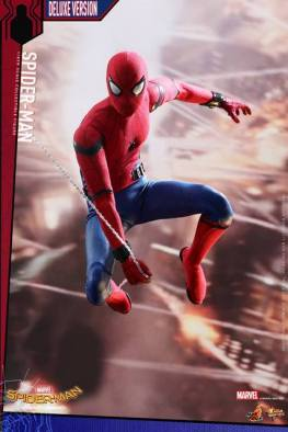 Hot Toys Spider-Man Homecoming figure - coming at you