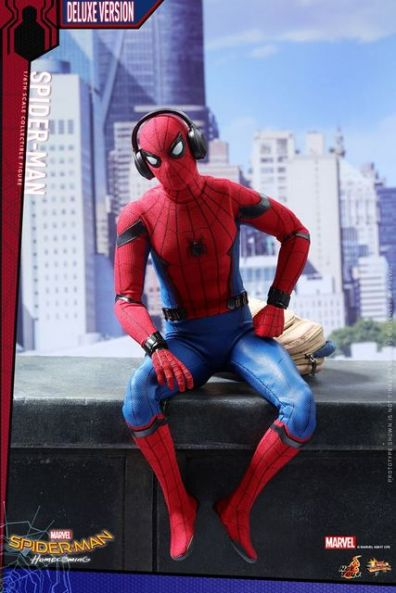 Hot Toys Spider-Man Homecoming figure - headphones on