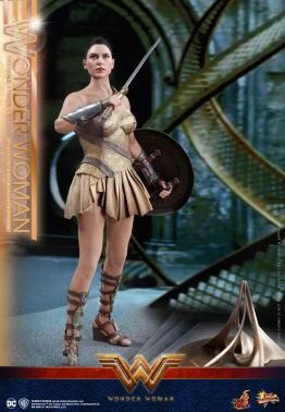 Hot Toys Wonder Woman Training Armor Version -holding godkiller