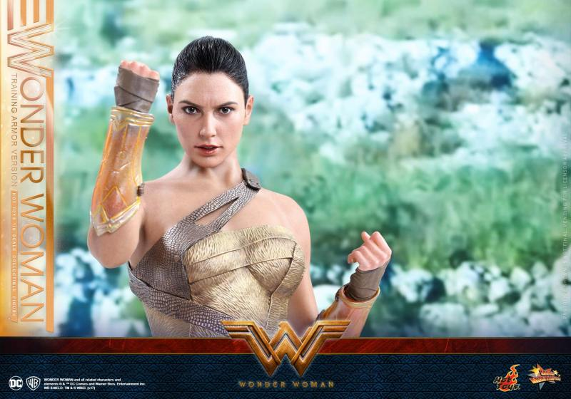 Hot Toys Wonder Woman Training Armor Version -lit up gauntlet