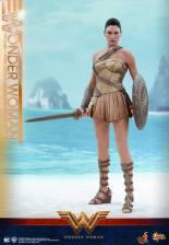 Hot Toys Wonder Woman Training Armor Version - ready for battle