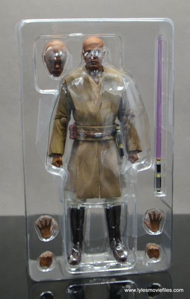 SH Figuarts Mace Windu figure review - accessories in tray1