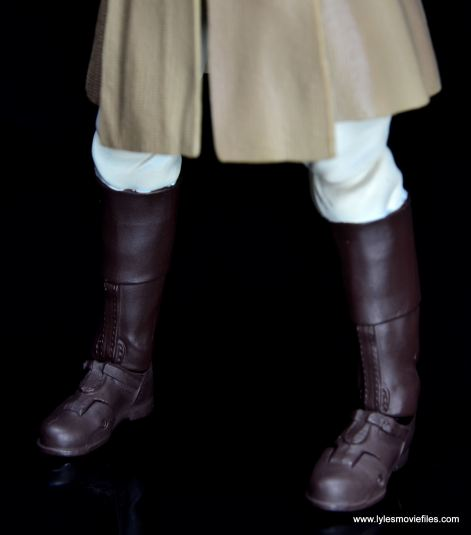 SH Figuarts Mace Windu figure review - boots close up