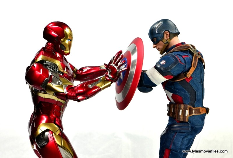 Hot Toys Captain America Civil War Iron Man figure review - cover shot