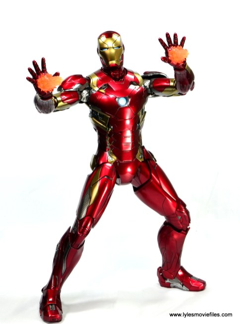 Hot Toys Captain America Civil War Iron Man figure review - firing repulsors