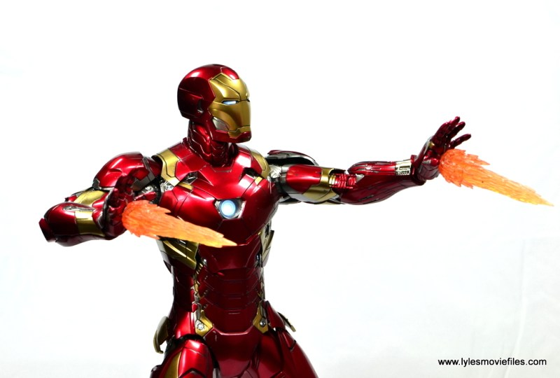 Hot Toys Captain America Civil War Iron Man figure review - side repulsor shot