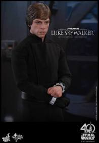 Hot Toys Jedi Luke Skywalker figure - before The Emperor