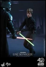 Hot Toys Jedi Luke Skywalker figure -fighting Vader