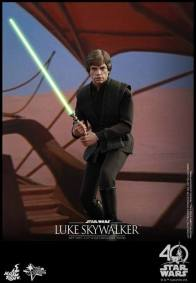 Hot Toys Jedi Luke Skywalker figure -on sail barge with saber on