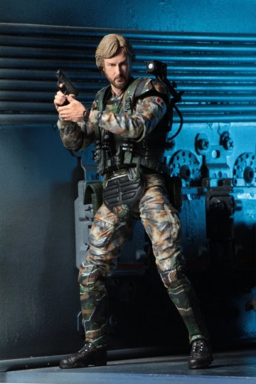 NECA Aliens James Cameron figure - action shot